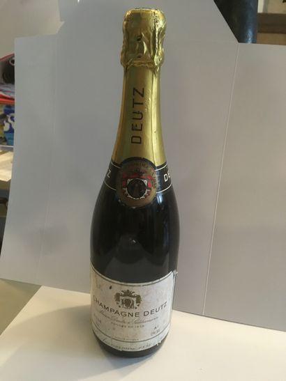 9 bouteilles de champagne DEUTZ