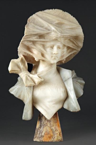 G. POCHINI (XIXème siècle) Élégante à la voilette Sculpture en marbre et albâtre....