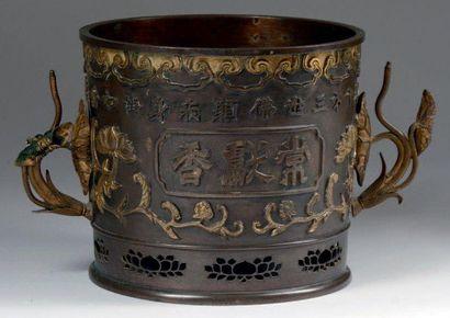 Japon, période Edo, XVIIIe siècle. Grand brûle-parfum en bronze de patine brune...