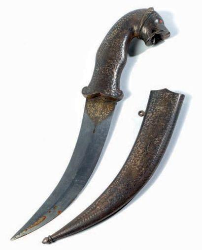 Dague en acier niellé à décors végétal et...