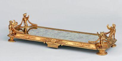 Grand surtout de table en métal doré à décors...