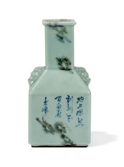 Beau vase bouteille quadrangulaire A long...