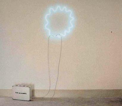 MICHELANGELO PISTOLETTO (né en 1933) Intéressant luminaire composé d'un néon de forme...