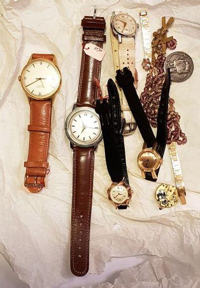 Un lot de trois montres de dame en or jaune....