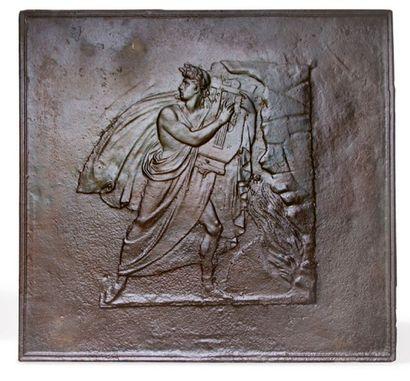 PLAQUE DE CHEMINÉE En fonte à décor d'Apollon....