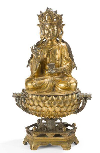 Statue en bronze doré représentant le bodhisattva...