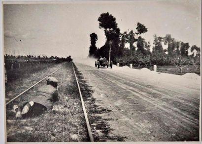 Guiseppe CAMPARI sur Alfa Romeo P2 au Circuit...