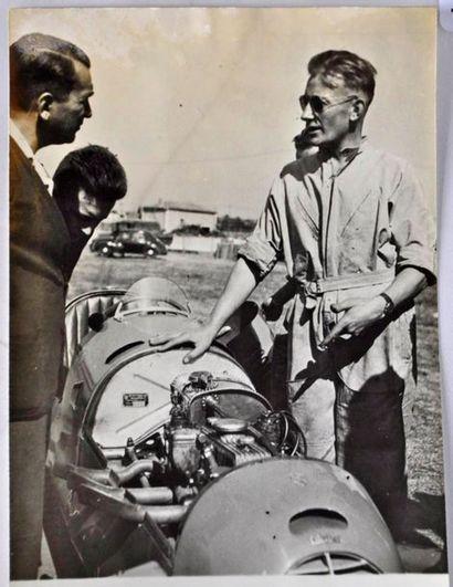 Roger LOYER (1907-1988) Lors de la course...