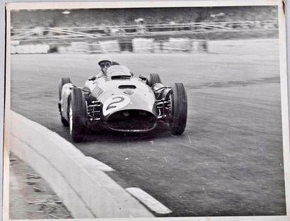 Peter COLLINS sur Ferrari au GP d'Angleterre...