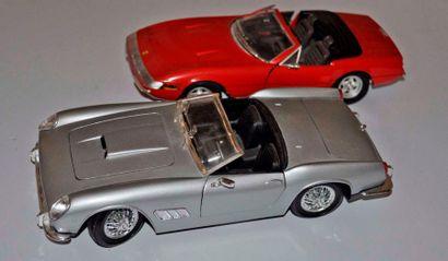Lot de 2 maquettes FERRARI Daytona Cabriolet...
