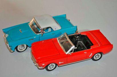 Lot de 2 maquettes FORD: Mustang Cabriolet...