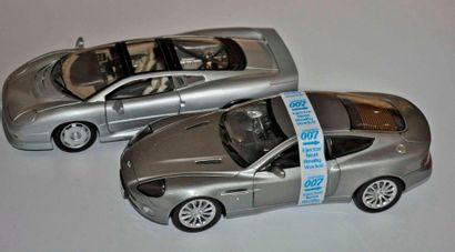 Lot de 2 maquettes: Jaguar XJ220 et Aston...