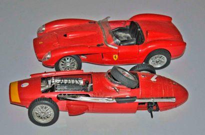 Lot de 2 maquettes: Ferrari 250 Testarossa...
