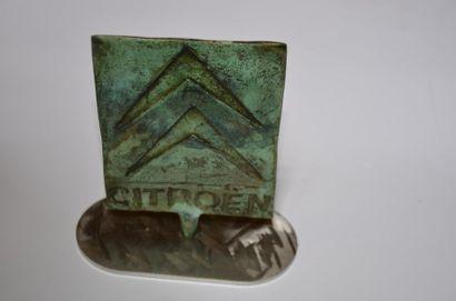 CITROËN Logo. Bronze art sur terrasse en...
