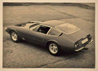 1 photo Ferrari 365 GTB4 de 1968 (photo officielle...