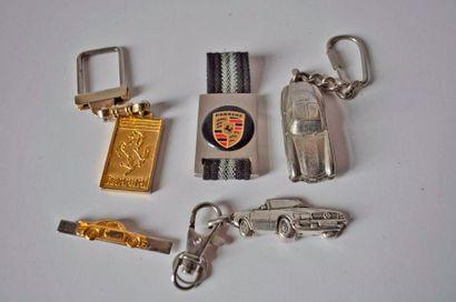 Lot de 2 porte clés Porsche, 1 barrette de...