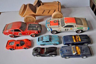 Lot de 8 voitures: Ferrari P3 ---, Porsche...