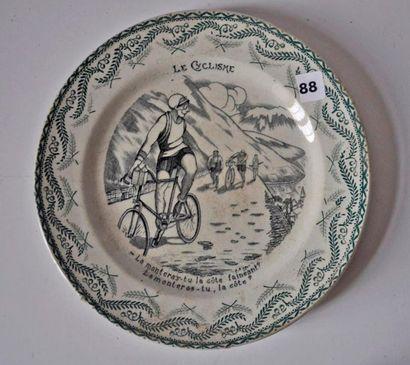 Assiette en faïence St Amand course cycl...