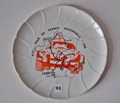 Assiette en porcelaine de Limoges. Tour de...