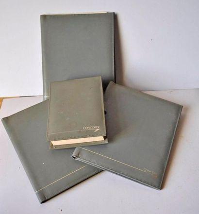 Lot de 4 carnets et blocs en cuir, voyage...