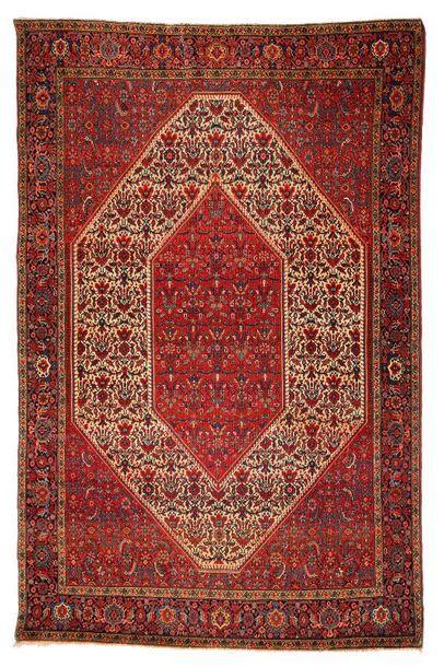 Fin SAROUK, (Perse), fin du 19e siècle Un contre champ octogonal ivoire, au dense...