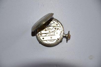 Lot de 3 montres: Montre en argent vers 1830. Diam. 4,5 cm + Montre en argent (GB?)...