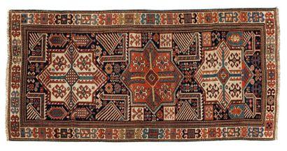 AKSTAFA (Caucase), fin du 19e siècle.  Paons,...