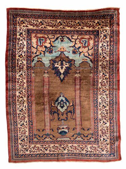 Elegant silk TABRIZ (Persia), late 19th century...