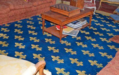 Exceptionnel tapis à sujet de fleurs de lys...
