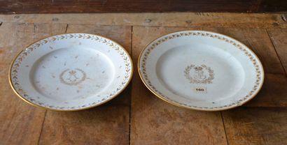 2 assiettes en porcelaine blanche et or