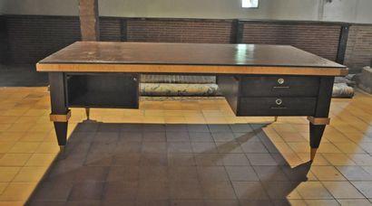 Important bureau en bois de placage de couleurs...