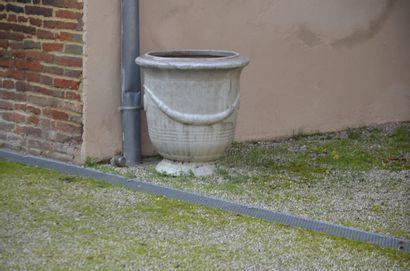 Paire de vases en terre cuite émaillée, style...