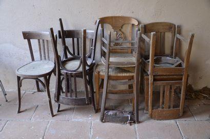 7 chaises rustiques et genre Thoné