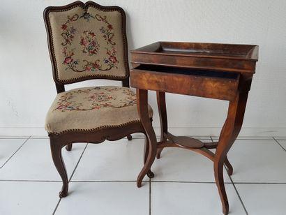 Chaise de style Louis XV, haut. 92 larg....
