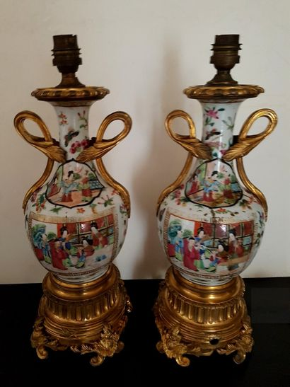 Paire de lampe XIXe siècle en porcelaine...