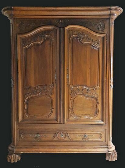Importante armoire du XVIIIe siècle en noyer...