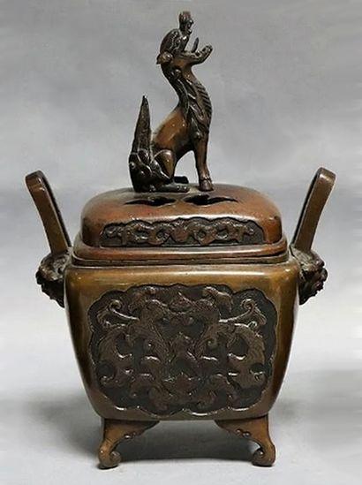 Brule parfum en bronze. Chine, fin du XIXe...