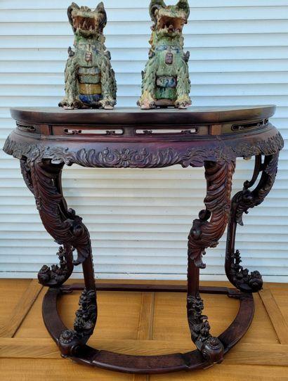 Console Chine XXe en bois de fer richement...