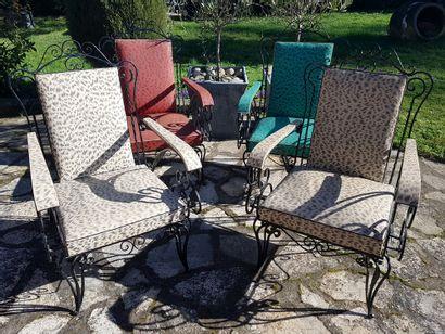 Série de 4 fauteuils en fer forgé des années...