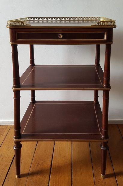 Petit meuble d'appoint de milieu XIXe siècle...