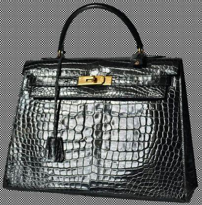 HERMÈS Paris made in France Exceptionnel Sac KELLY en crocodile noir, fermoir plaqué...