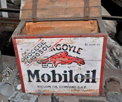 Coffre en bois Mobil oïl (48x58cm)