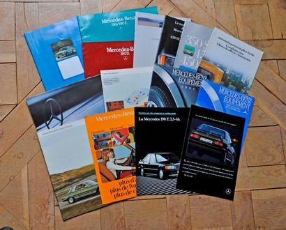 Mercedes Benz. Lot de 17 brochures publicitaires...