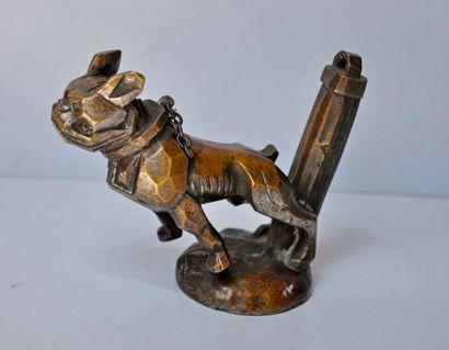 Bulldog à la chaine. Bronze. Ht. 10cm. Mascotte...