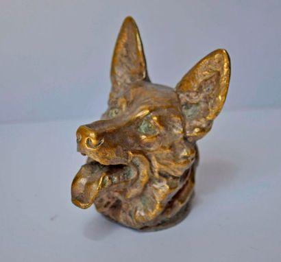 Emile BREGEON. Le chien de berger. Bronze...