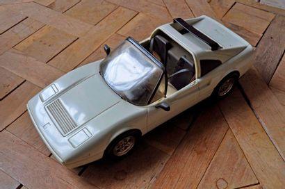 Jouet Ferrari 308 Barbie en polyester Long....