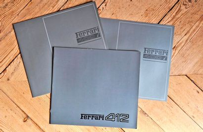 Lot de 3 brochures relatives aux Ferrari...
