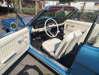 FORD MUSTANG CABRIOLET- 1965 Type 64,5 5F08F150065 L'icône des USA, dont l'image...
