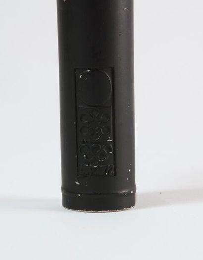 Torche officielle avec sa garde noire griffée «Sapporo 1972» Anneaux et logo officiel...