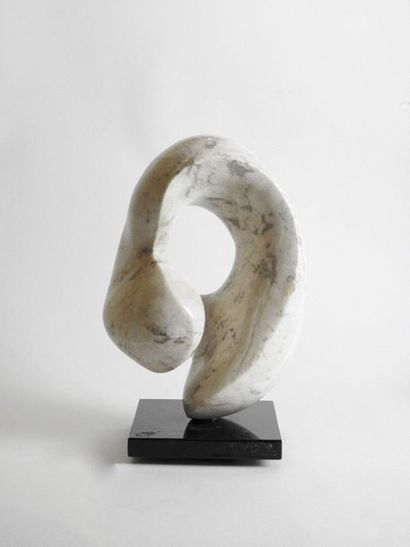 Anonyme (XX° siècle) Untitled Sculpture in white marble H 36 cm